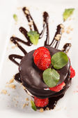 Chocolate dessert with strawberry — Stockfoto
