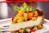 Cheesecake with fruits — Stockfoto