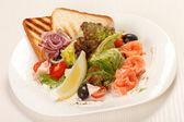 Gustoso antipasto con salmone — Foto Stock