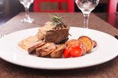 Beef steak with potatoes — Stock Photo