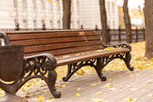 Empty bench in park — Stock Photo