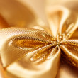 Present with gold bow — Stockfoto
