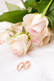 Roses and rings — Foto Stock