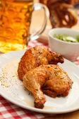 Kyckling med öl — Stockfoto