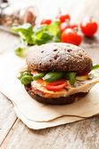 Smörgås med kyckling och ost — Stockfoto