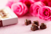 Chocolate sweets and roses — Photo