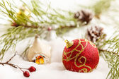 Palle di Natale con neve — Foto Stock