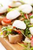 Tomato, mozzarella and arugula sandwich — Stockfoto