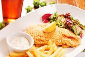 Peixe com batatas fritas — Fotografia Stock
