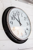 Wall clock on old wooden background — Stockfoto