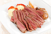 Roasted beef with vegetables — Stock Photo