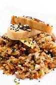Hnědá rýže s krevetami — Stock fotografie