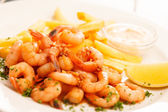 Shrimps with french fries potatoes — Stockfoto