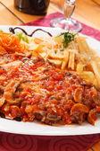 Papas fritas con verduras — Foto de Stock