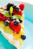 Cake with fresh berries — Stock Photo
