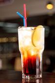 Cocktail in de bar — Stockfoto