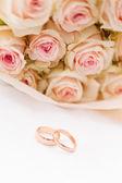 バラとリング — ストック写真
