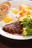 Steak with eggs and vegetables — Foto de Stock
