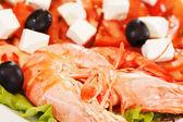 Shrimps with greek salad — Stock Photo