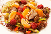 Chicken liver with fruits — Zdjęcie stockowe