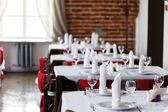 Tables dressées pour le repas — Photo