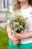 Girl holding bouquet — Stock Photo