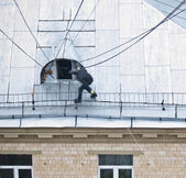 Guy on the roof — Stock Photo