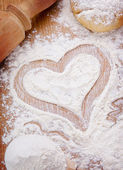 Heart drawn with flour on the kitchen table — Stock Photo