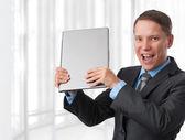 Dizüstü bilgisayar ile heyecanlı bir iş adamı — Stok fotoğraf