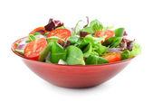 Plantaardige salade geïsoleerd op wit — Stockfoto