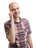 携帯電話で話している若い男の笑みを浮かべてください。 — ストック写真