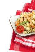 Fusilli nudeln mit tomatensoße — Stockfoto