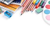 útiles escolares sobre fondo blanco — Foto de Stock