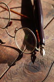 Old Spectacles And Pen — Stock Photo