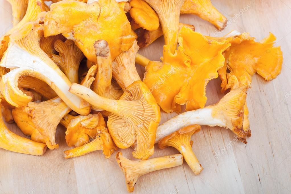 Chanterelles on wooden board, closeup  — Stock Photo #12733240