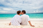 Young couple on beach — Stock Photo