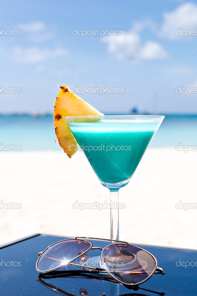 Blue curacao cocktail stock photo pashapixel 14563435 for Cocktail curacao