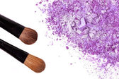 Crumbled eyeshadow with brush — Stockfoto