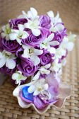 Bridal bouquet with wedding rings — Stock Photo