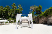 Wedding arch on beach — Stockfoto