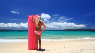 Girl with swimming mattress on tropical beach — Stock Video