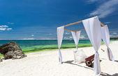 Arc de mariage sur la plage — Photo