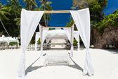 ビーチでの結婚式のアーチ — ストック写真