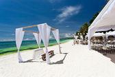 結婚式のアーチのカリブ海ビーチ — ストック写真