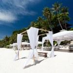 Wedding arch on caribbean beach — Stock Photo #33249107