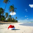 Santa hat on caribbean beach — Stock Photo