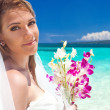 Beautiful bride on tropical beach — 图库照片