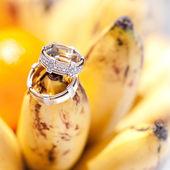 Wedding rings on bananas fruit, wedding in tropics — Stock Photo