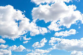 Blue cloudly sky — Stockfoto