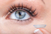 Woman eye with contact lens applying — Foto Stock